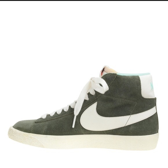 100% authentic performance sportswear running shoes NIKE MID BLAZER HIGH TOP SIZE 8.5
